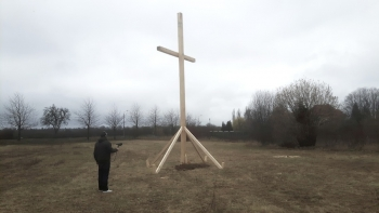 http://scriptings.net/files/gimgs/th-120_wooden cross_jpg copy.jpg